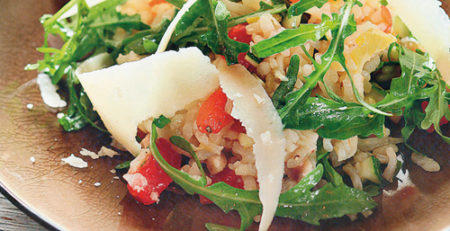 Салат из риса с овощами
