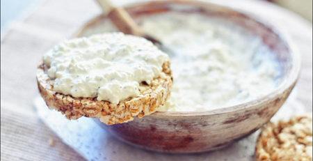 Рисовые хлебцы с творогом и зеленью