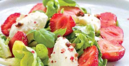 Клубничный салат с кускусом
