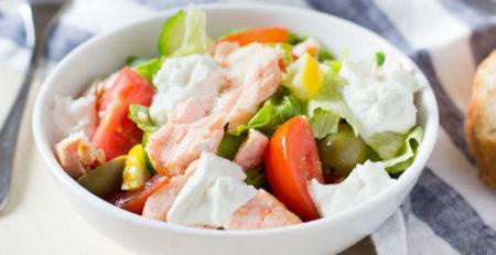 Салат с семгой и кускусом