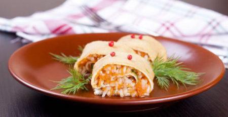 Яичные блинчики с рисовой начинкой